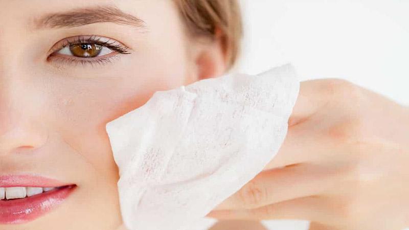 متخصص پوست اصفهان   درمان جوش سر سفید
